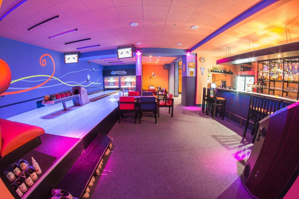 Bowling bar